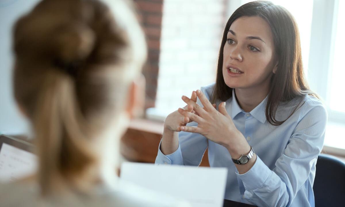 lawyer-talking-client