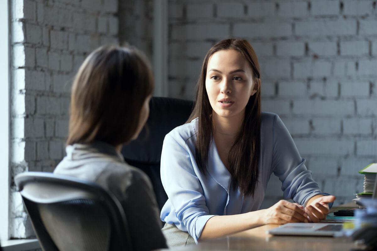 client-lawyer-talk